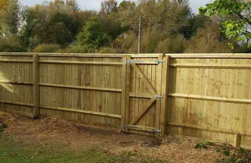 Domestic and Commercial Fencing.